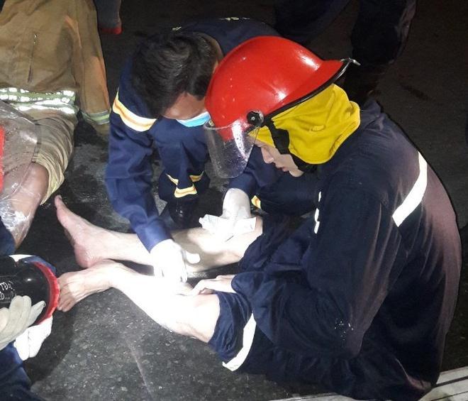 31 lính cứu hỏa bị axit văng vào người, mắt trong vụ cháy khu chế xuất-3