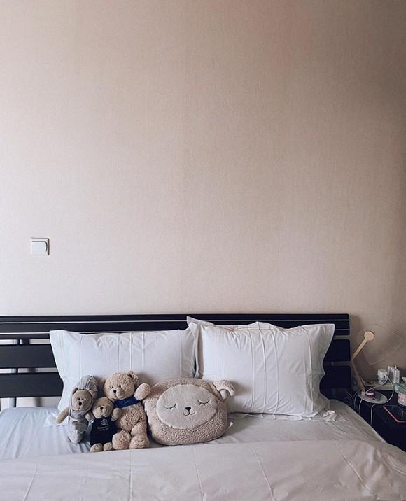 Hoa hậu Mai Phương Thúy lần đầu tiên khoe phòng ngủ, đáng chú ý là bộ chăn ga giá hơn 100 triệu đồng-3
