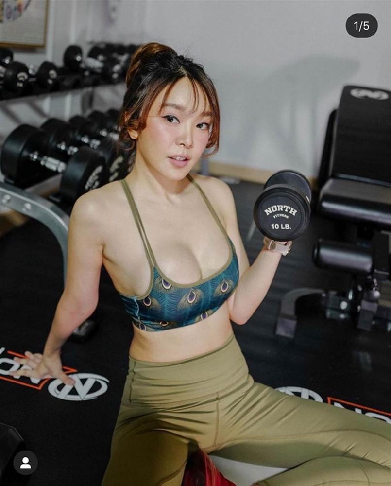 Cô gái Thái mặc áo lót ren đi tập tạ gây hoang mang cho người nhìn-3