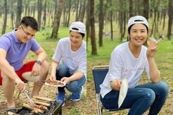 Hoa hậu Ngọc Hân bị người lớn nhắc nhở khi đăng ảnh picnic cùng chồng sắp cưới