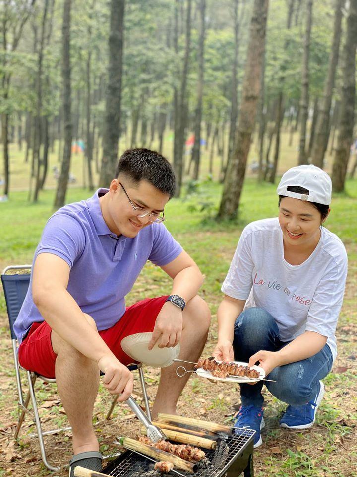 Hoa hậu Ngọc Hân bị người lớn nhắc nhở khi đăng ảnh picnic cùng chồng sắp cưới-1