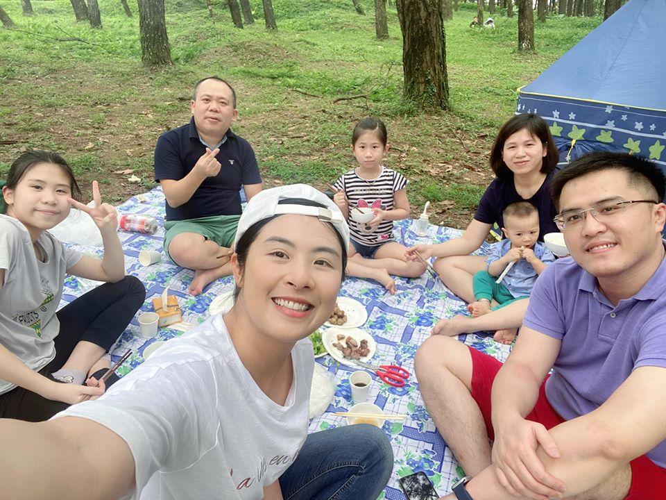 Hoa hậu Ngọc Hân bị người lớn nhắc nhở khi đăng ảnh picnic cùng chồng sắp cưới-3
