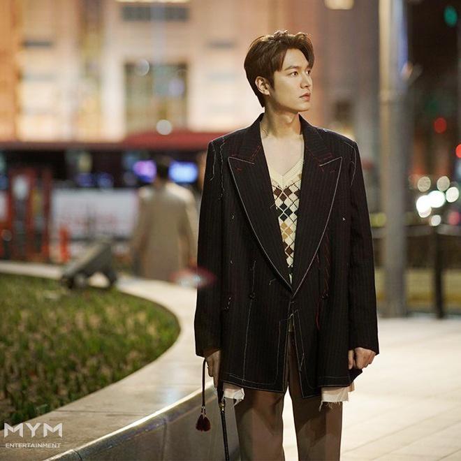 Lee Min Ho đóng phim nào cũng mặc đẹp, dùng đồ hàng hiệu-2