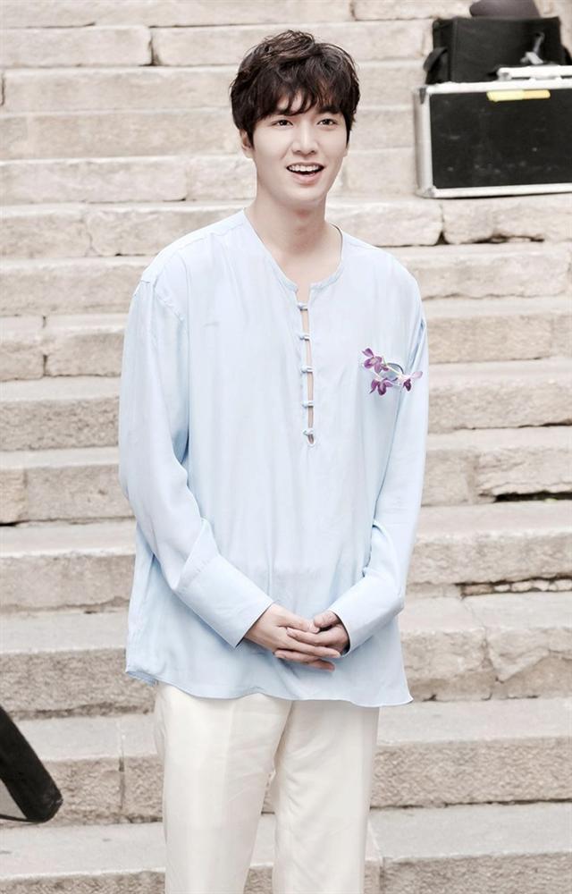 Lee Min Ho đóng phim nào cũng mặc đẹp, dùng đồ hàng hiệu-5