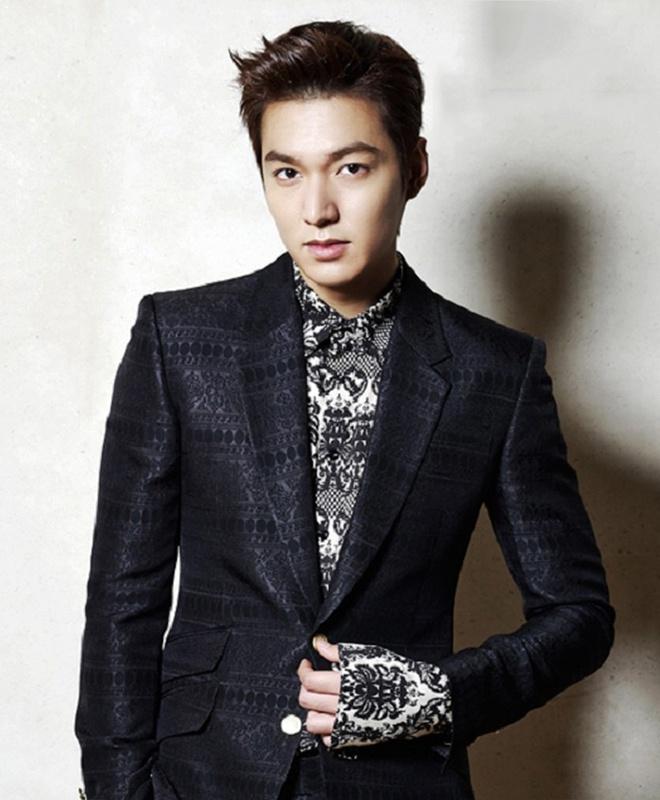 Lee Min Ho đóng phim nào cũng mặc đẹp, dùng đồ hàng hiệu-9