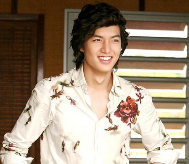 Lee Min Ho đóng phim nào cũng mặc đẹp, dùng đồ hàng hiệu-14