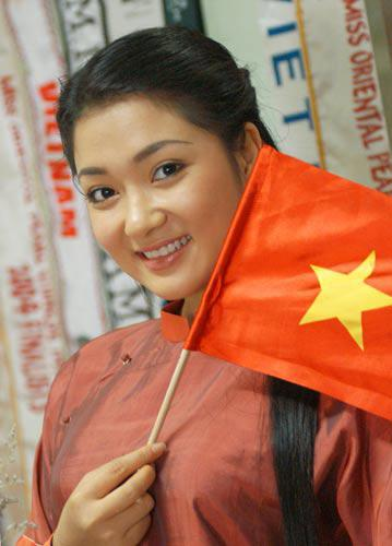 Hoa hậu Việt Nam đẹp nhất thi ứng xử: Tiếng vỗ tay vang dội khán đài vì sự thông minh-2