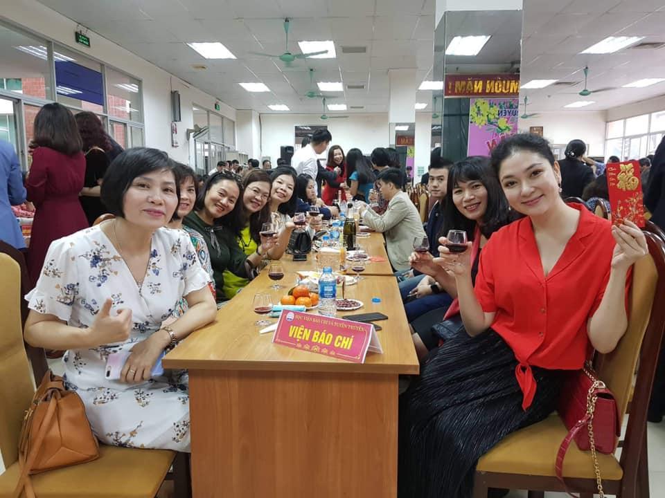 Hoa hậu Việt Nam đẹp nhất thi ứng xử: Tiếng vỗ tay vang dội khán đài vì sự thông minh-10