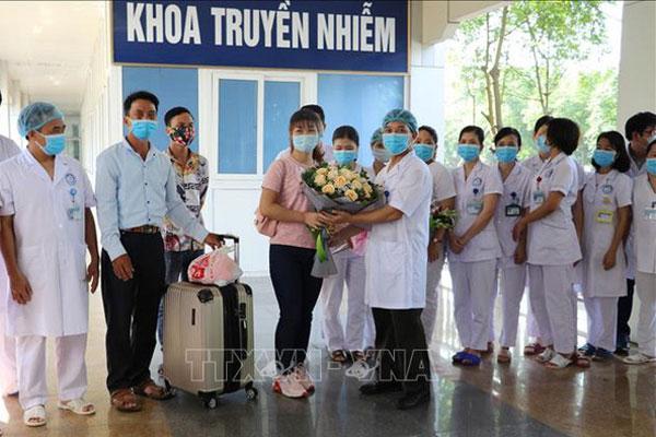 Bệnh nhân COVID-19 cuối cùng điều trị tại Bệnh viện Đa khoa tỉnh Ninh Bình được công bố khỏi bệnh-1