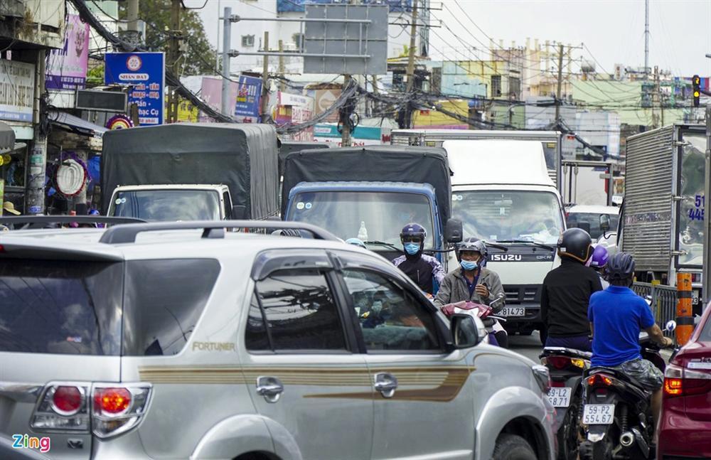 Giao thông Hà Nội, TP.HCM trở lại cảnh rối loạn kể từ đầu mùa dịch-12