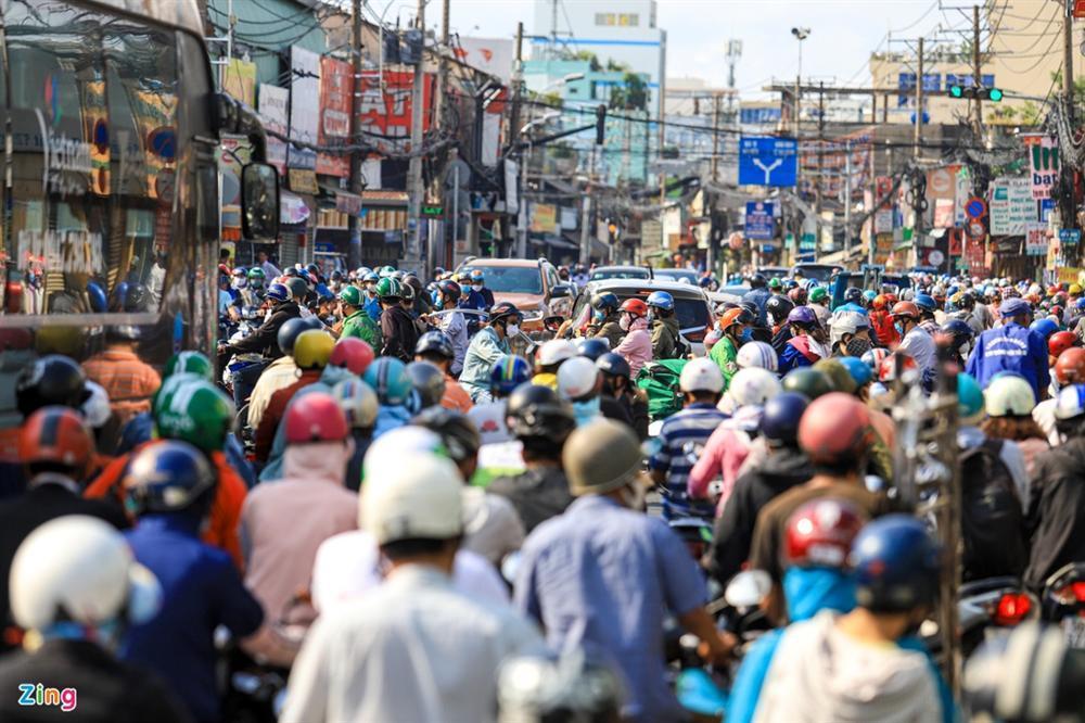 Giao thông Hà Nội, TP.HCM trở lại cảnh rối loạn kể từ đầu mùa dịch-13