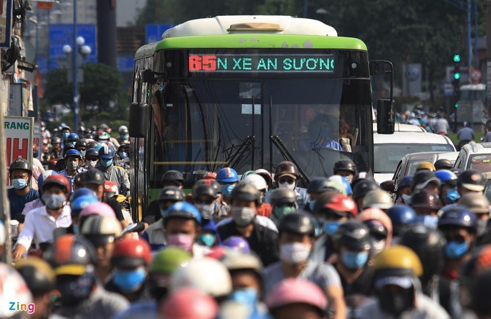Giao thông Hà Nội, TP.HCM trở lại cảnh rối loạn kể từ đầu mùa dịch-17