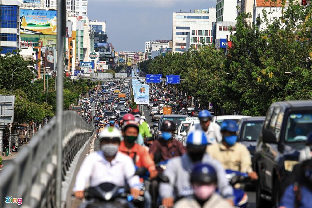 Giao thông Hà Nội, TP.HCM trở lại cảnh rối loạn kể từ đầu mùa dịch-20