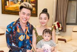 Lê Dương Bảo Lâm thích rải tiền khắp nhà để bà xã 'hóa buồn thành vui, hóa mệt thành cười'