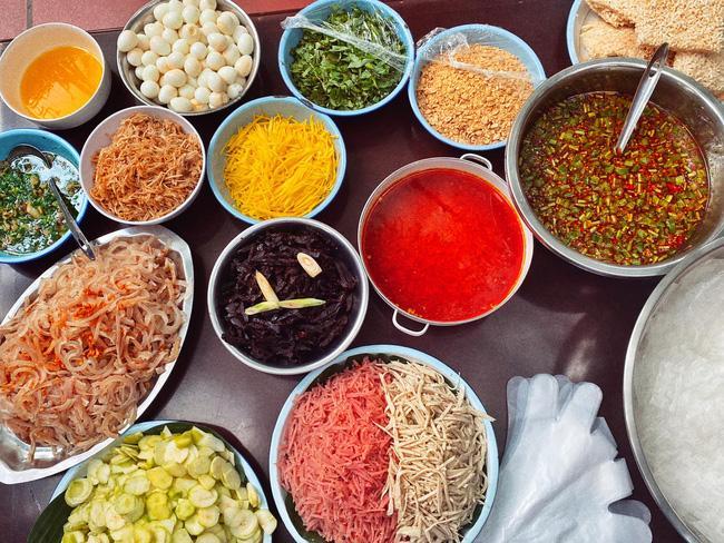 Bị tố món ăn vừa đắt vừa dở, quy trình trộn bánh tráng 250k/suất của Lý Quí Khánh có gì đặc sắc?-7