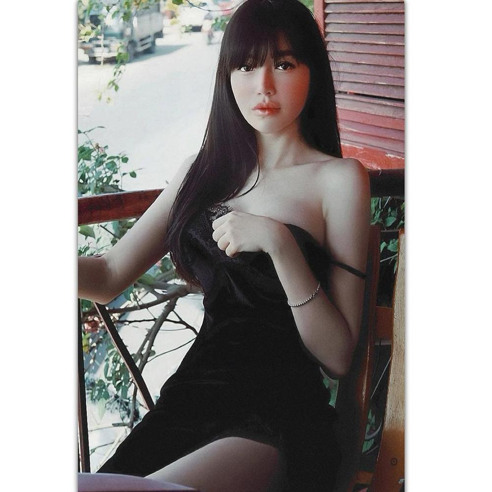 Elly Trần sexy hết nấc với kiểu pose dáng tụt áo hững hờ-7
