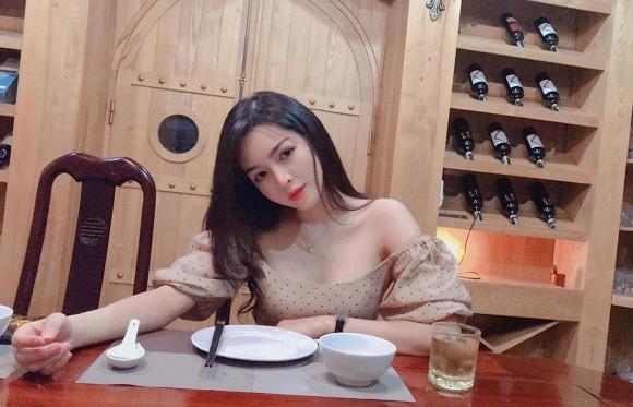Hotgirl Việt thẩm mỹ thành công nhất 5 năm trước tái xuất với ngoại hình bốc lửa, quyến rũ-4