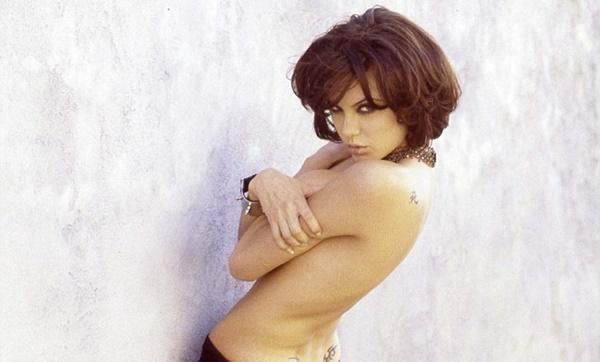 Jolie từng khiến ê-kíp quay phim bối rối vì cảnh ngực trần-2