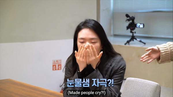 Phản ứng của fan khi nghe thử ca khúc của IU - Suga (BTS): Bật khóc, đòi ghi âm mang về nghe lại-5