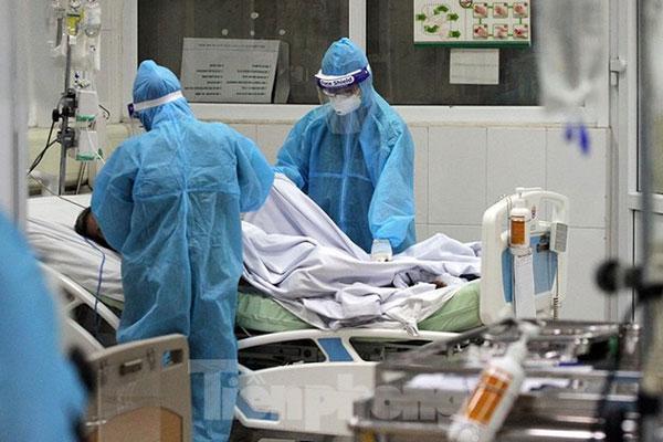 Ngày thứ 20 không lây nhiễm Covid-19 trong cộng đồng, bác gái BN17 cai thở máy, phi công người Anh vẫn nguy kịch-1