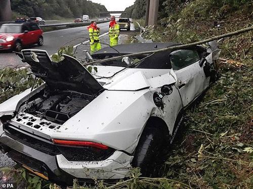 Thuê siêu xe Lamborghini Huracan 5,6 tỷ dự đám cưới cho oai, thanh niên ôm đống nợ khi tai nạn bất ngờ ập tới-3