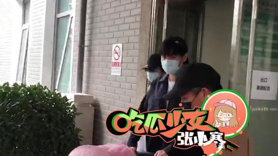 Người đẹp Tru Tiên sinh con đầu lòng, ông xã mạnh tay phát lì xì cho phóng viên-2