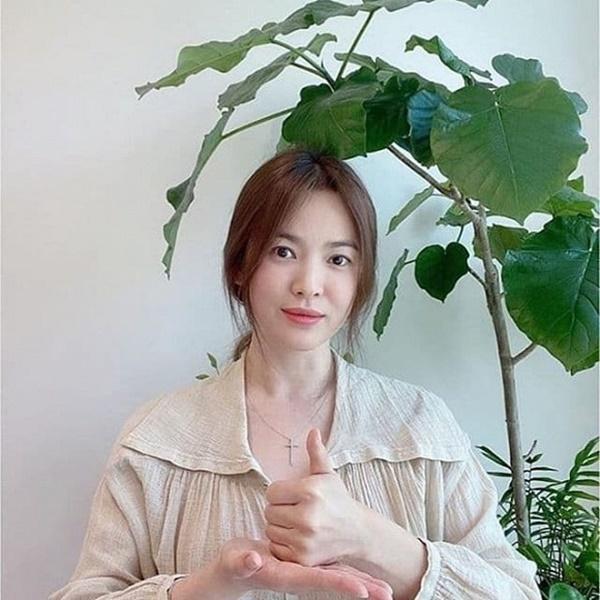 Song Hye Kyo công khai lộ diện sau tin đồn tái hợp tình cũ Hyun Bin, đáng chú ý nhất vẫn là nhan sắc bất biến-1