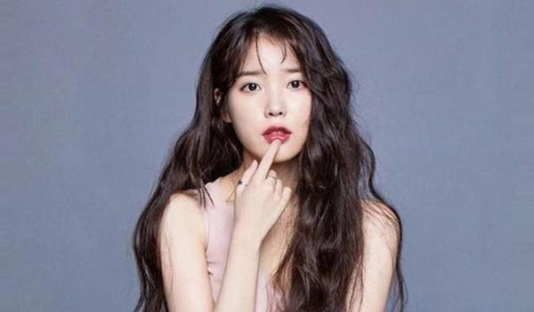 Xôn xao IU gợi nhớ hình ảnh của Sulli trong MV kết hợp cùng Suga (BTS), bài hát viết về người bạn thân đã mất?-5