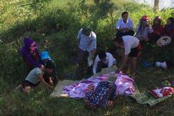 Đau lòng mẹ ôm 3 con nhảy sông tự tử khiến cả 4 thiệt mạng