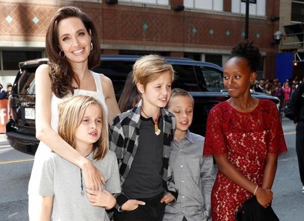 Con gái Angelina Jolie và Brad Pitt muốn gọi Jennifer Aniston là mẹ-1