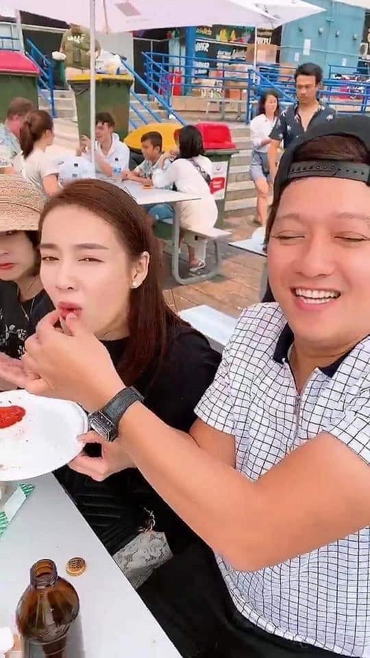 Rò rỉ clip Trường Giang đút đồ ăn cho Nhã Phương