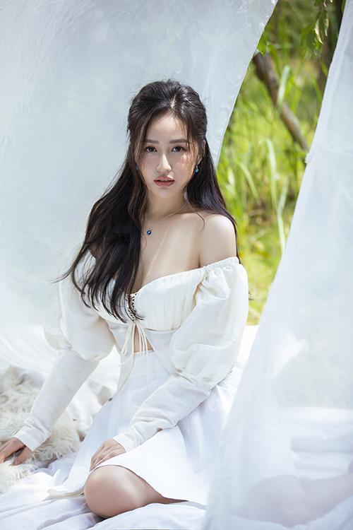 SAO MẶC ĐẸP: Nhã Phương - Hòa Minzy đánh bật một dàn mỹ nhân với trang phục sắc đỏ-6