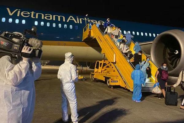 Việt Nam trải qua 23 ngày không có ca lây nhiễm cộng đồng, đón 340 người từ Mỹ về nước-1