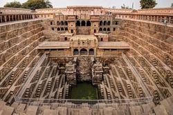 Giếng bậc thang như mê cung ở Ấn Độ