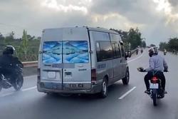 Clip: Nhóm phượt thủ rượt đuổi, ném đá xối xả vào xe khách trên Quốc lộ 20 ở Lâm Đồng