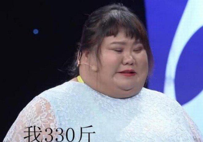 Sợ bị đập chậu cướp hoa, chồng vỗ béo vợ hoa khôi tăng lên 165kg-3