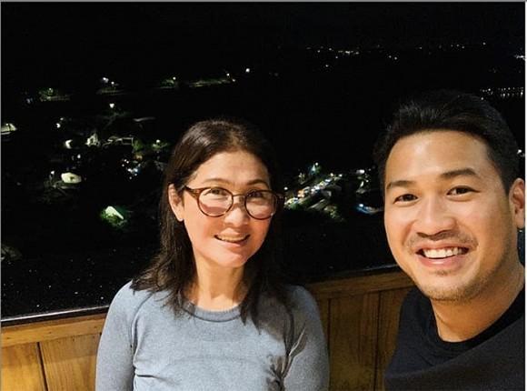 Phillip Nguyễn lần đầu khoe mẹ ruột trẻ đẹp trong Ngày của mẹ-1
