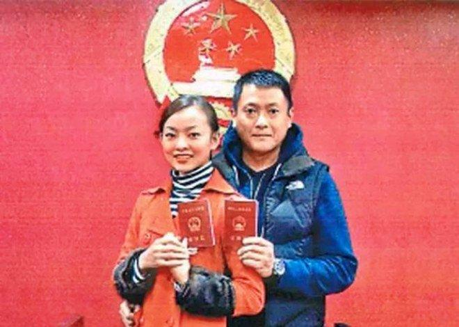 Tài tử bạc tình nhất TVB: Ruồng bỏ mối tình 9 năm, bị cắm sừng thành gà trống nuôi con-3
