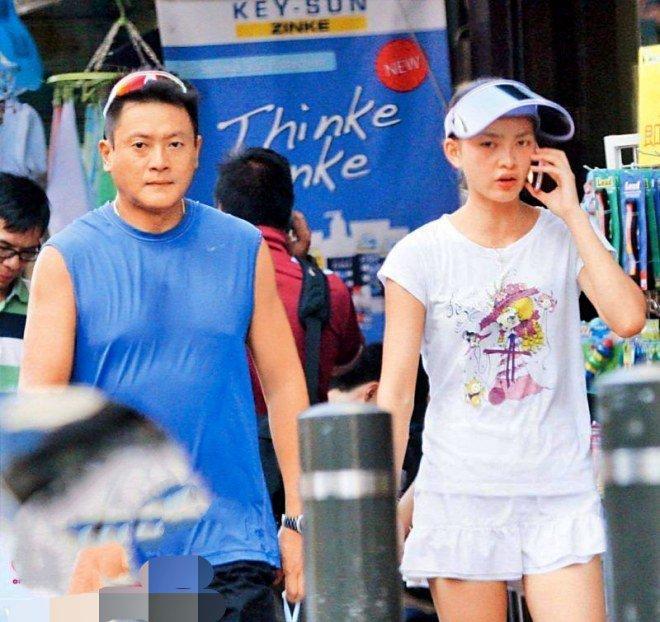 Tài tử bạc tình nhất TVB: Ruồng bỏ mối tình 9 năm, bị cắm sừng thành gà trống nuôi con-4