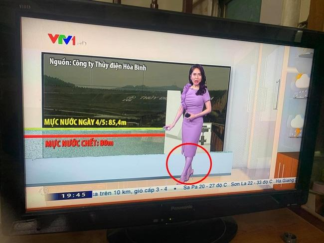 MC kỳ cựu VTV gây hoang mang với đôi chân tím ngắt khi đang dẫn bản tin thời tiết-1