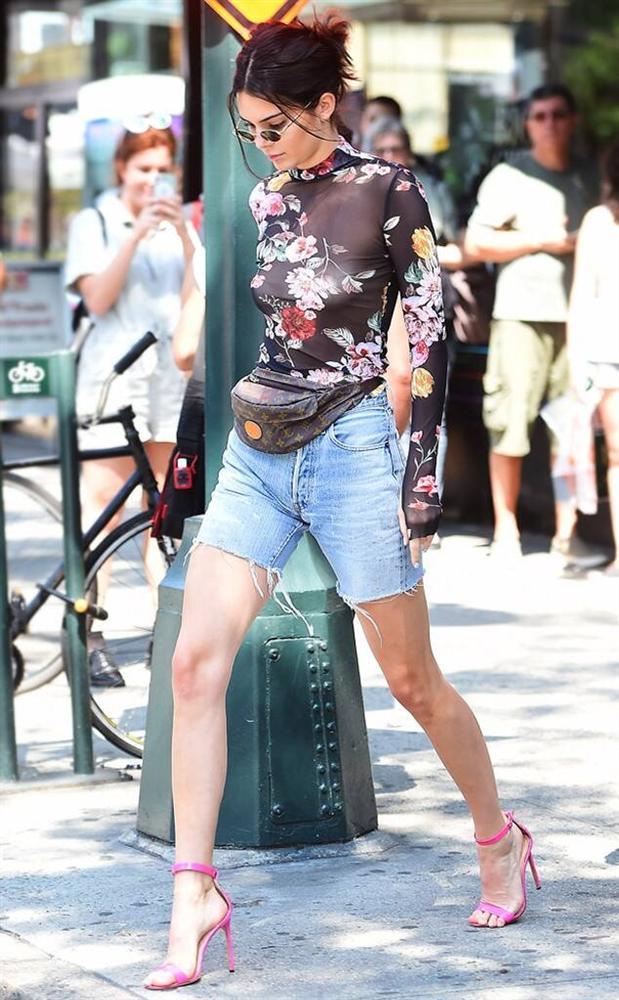 Ngọc Trinh liên tục bắt chước chân dài triệu đô Kendall Jenner nhưng kém sang hơn hẳn-2