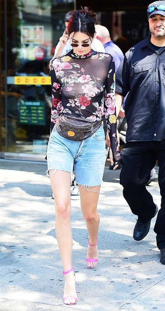 Ngọc Trinh liên tục bắt chước chân dài triệu đô Kendall Jenner nhưng kém sang hơn hẳn-3