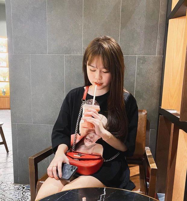 Quang Hải lộ ảnh check-in cùng chỗ với Huỳnh Anh, cả 2 chính thức công khai mối quan hệ-1