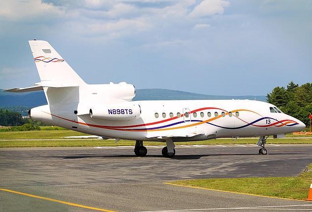 Taylor Swift bán phi cơ-2