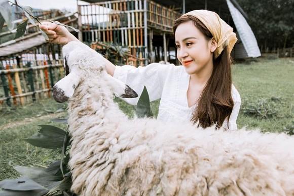 Lần hiếm hoi bà Tưng khoe mẹ ruột, người từng khẳng định: Tôi tự hào về con gái khi cô nổi lên nhờ tai tiếng-3
