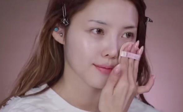 Nữ thần trang điểm tiết lộ cách đánh phấn son nhiều vẫn có làn da đẹp-2