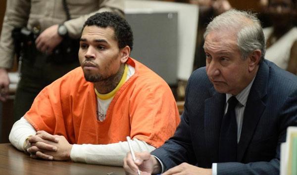 Chris Brown - ngôi sao trả giá đắt cho thói côn đồ-5