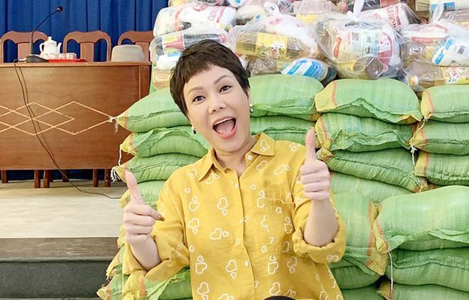 Khoe mới lời miếng đất 2 tỷ đồng, danh hài Việt Hương giàu thế nào sau gần 25 năm làm nghề?-15