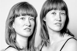 Bộ ảnh chứng minh 'song trùng', những người xa lạ trông như sinh đôi