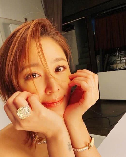 Choáng váng với giá trị chiếc nhẫn trên tay Lâm Tâm Như: Hơn cả gia tài đời người với 100 tỷ đồng-2